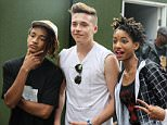 05.JULY.2015 - LONDON - UK *EXCLUSIVE ALL ROUND PICTURES* AMERICAN RAPPER DRAKE WAS SEEN WITH JAYDEN SMITH, WILLOW SMITH AND BROOKLYN BECKHAM BACKSTAGE AT WIRELESS FESTIVAL 2015 BYLINE MUST READ : XPOSUREPHOTOS.COM ***UK CLIENTS - PICTURES CONTAINING CHILDREN PLEASE PIXELATE FACE PRIOR TO PUBLICATION *** **UK CLIENTS MUST CALL PRIOR TO TV OR ONLINE USAGE PLEASE TELEPHONE 0208 344 2007**
