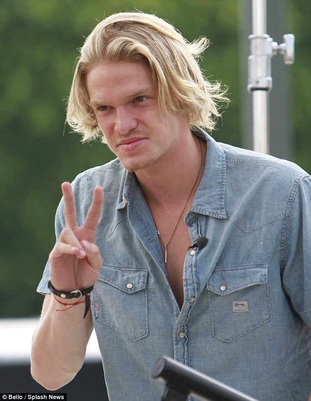 Peace: The Aussie singer was pictured meeting and greeting fans at a live taping of 'EXTRA' in Los Angeles on Wednesday