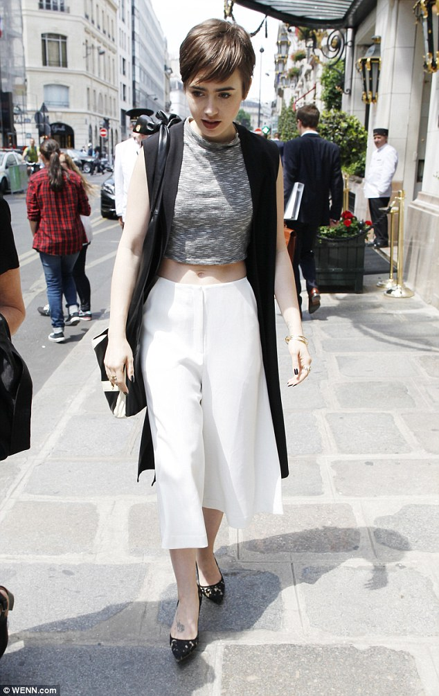 Tres chic! Lily Collins looked absolutely sensational when she stepped out in Paris on Thursday afternoon