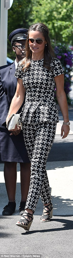 She wore a pair of statement co-ords from Carolina Herrera