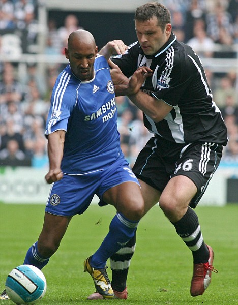 Newcastle United's Mark Viduka (right) tackles Chelsea's Nicolas Anelka