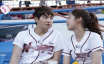Gong Seung Yeon Catches CNBLUE′s Lee Jong Hyun Checking Out Cheerleaders