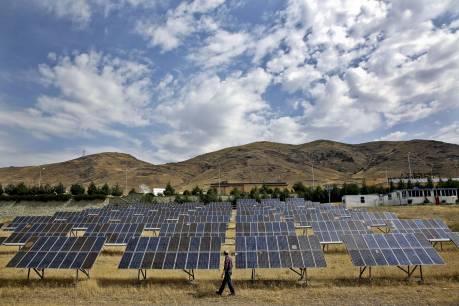 Vækst. Iran, som ellers mest er kendt for sin olieeksport og for en stærk interesse for atomkraft, har femdoblet sine investeringer i solenergi på et enkelt år. - Foto: Ebrahim Noroozi/AP