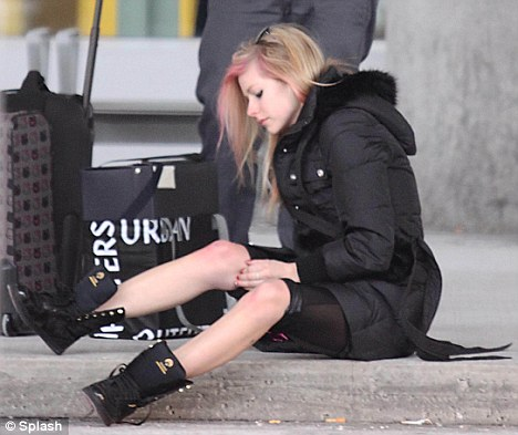 Ouch: Avril checks out a big red mark on her knee while Brody looks on un-fazed