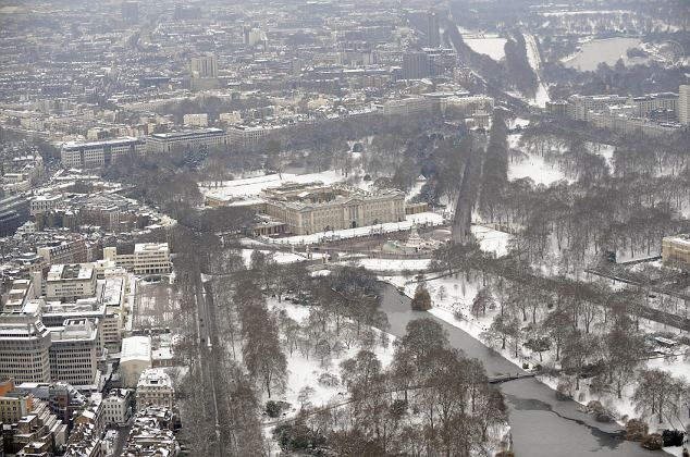 A snow covered Buckingham Palace continued to attract the crowds despite the cold