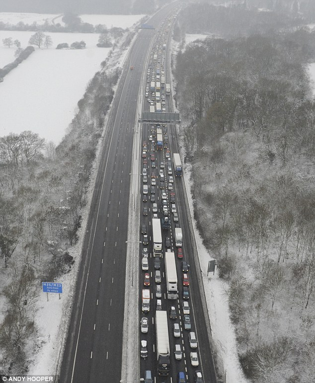 An overturned lorry caused holiday hell on the M25 between junctions 5 and 4