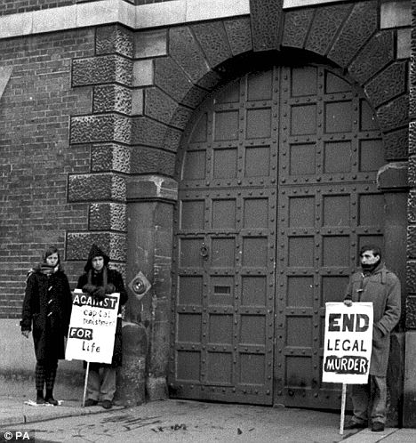 Demonstrators against capital punishment outside Bedford Prison on the day Hanratty was hanged
