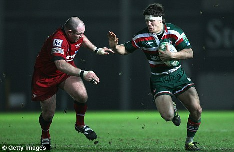 Anthony Allen (r) of Leicester holds off Iestyn Thomas (l)