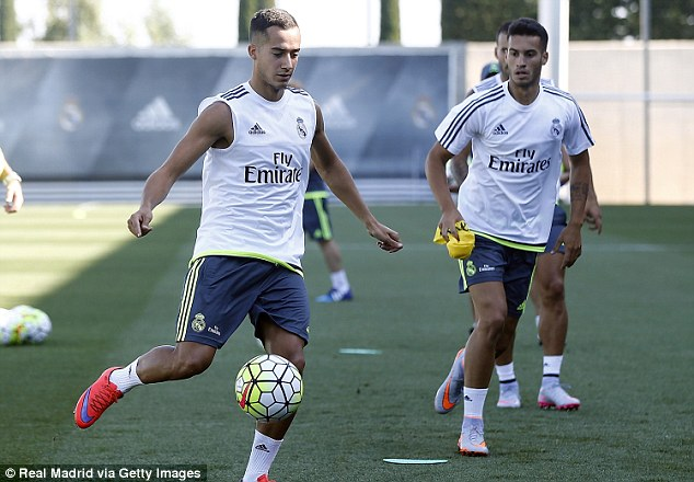 Los Blancos'Lucas Vazquez (left) plays a pass ahead of team-mate Carlos Lazo (right) in training