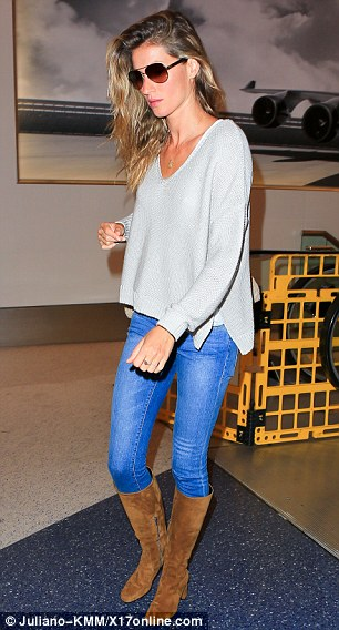 Keeping it simple: The 34-year-old looked effortlessy chic as as she walked through the airport