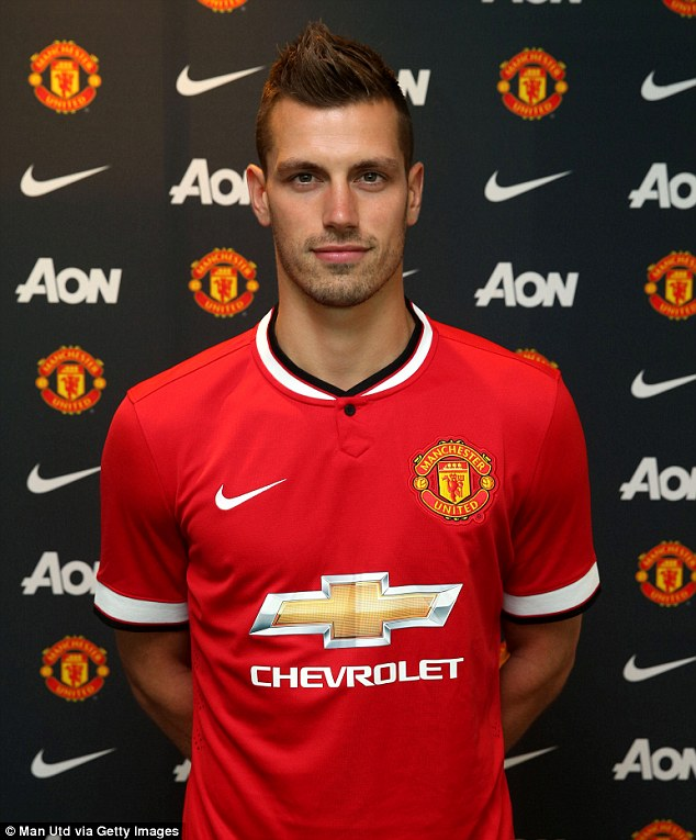 Manchester United have announced the signing of Morgan Schneiderlin from Southampton