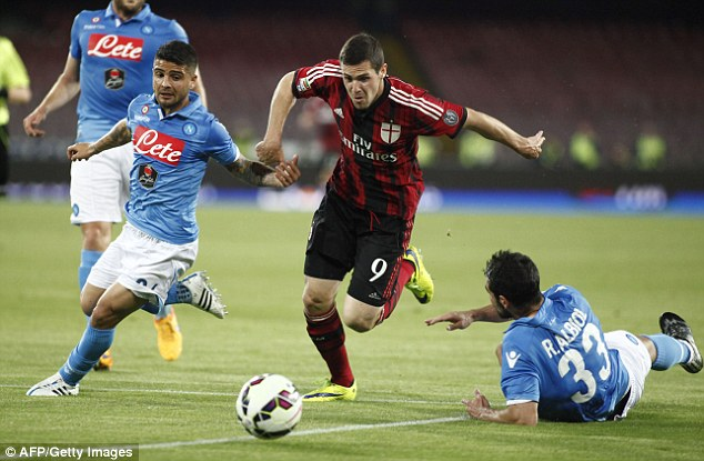 West Ham are hoping to take a step closer to signing striker Mattia Destro on loan on Monday