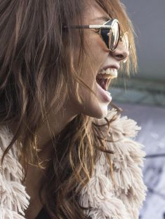 11 reasons the hottest girls are always single