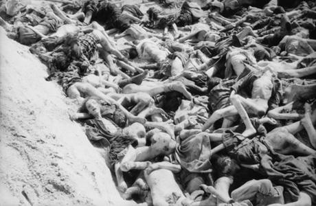 Grave-Bergen-Belsen-German-Concentration-Camp_1945-460