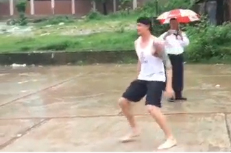 Dale Steyn plays street football with children in Chittagong, Bangladesh