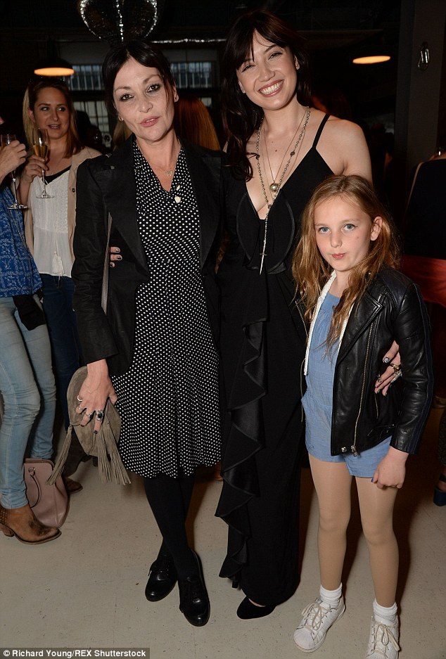 Pearl Lowe with her daughters Daisy and Betty Lowe at an exhibition called Desert Muse in London last May