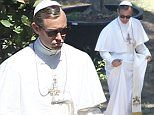 OIC - XCLUSIVEPIX.COM -  EXCLUSIVE  CALL 07768836669 FOR FEES BEFORE USE  Jude Law dressed as the Pope during the break of the set The Young Pope, TV series directed by Paolo Sorrentino, in the park of the Villa Medici in Rome 4th July 2015 Photos Andrea Venturini/Xclusive Pix/OIC 0203 174 1069