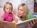 A mother reading a bedtime story book to her child.   Bedtime story Book Child Mother Reading book Teddy   B4WNBN