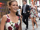 EXCLUSIVE TO INF. August 12, 2015: Robin Thicke and his girlfriend April Love have lunch at Cipriani Downtown in SoHo and then walk hand in hand as they go on a romantic stroll through Rockefeller Center in New York City.  Mandatory Credit: Elder Ordonez/INFphoto.com Ref: infusny-160