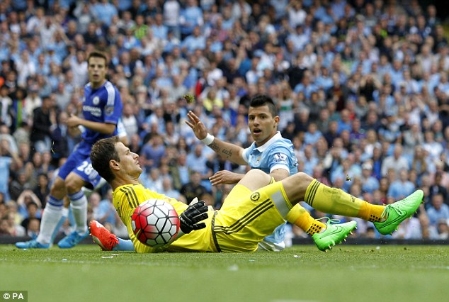Chelsea goalkeeper Asmir Begovic has insisted the Premier League champions are backing Jose Mourinho