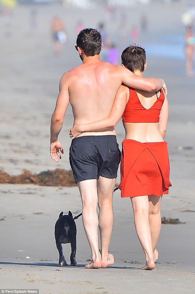 Both single: Kate split from her long-term boyfriend Max Minghella in August last year, while Jamiehas a son with estranged wife Evan Rachel Wood