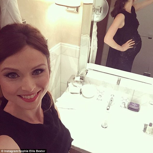 Selfie!Alongside a snap of her before the awards show, she wrote to her 25k followers: 'To kick off, here's a selfie of moi et bump getting ready for the awards'