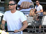 EXCLUSIVE: Brian Austin Green photographed shopping at a Gelson's store in Los Angeles today still wearing his wedding ring weeks after he split from his wife Megan Fox.\n\nPictured: Brian Austin Green\nRef: SPL1091214  030915   EXCLUSIVE\nPicture by: LG / Splash News\n\nSplash News and Pictures\nLos Angeles: 310-821-2666\nNew York: 212-619-2666\nLondon: 870-934-2666\nphotodesk@splashnews.com\n