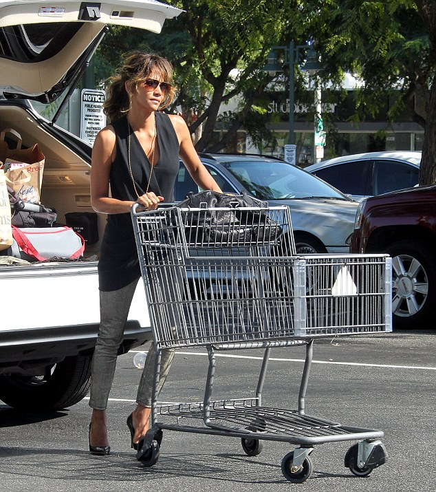 Solo shopping: The actress ran the errand without husband Olivier Martinez or her two children23-month-old son Maceo and seven-year-old daughter Nahla