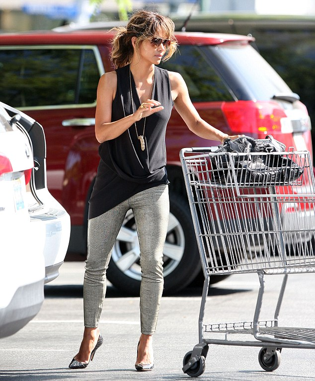 Hot mama! Halle Berry looked stunning as she stopped by Bristol Farms in Beverly Hills to do a bit of shopping on Friday