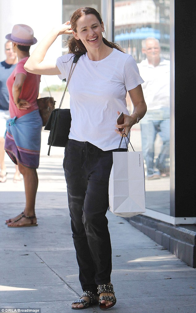 Solo shopping: Jennifer Garner treated herself to some retail therapy in Santa Monica, California on Saturday