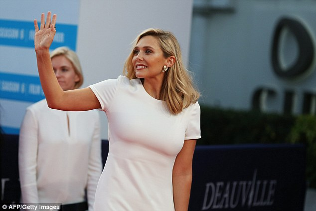 Friendly wave! She made sure to greet others waiting on the sidelines of the red carpet