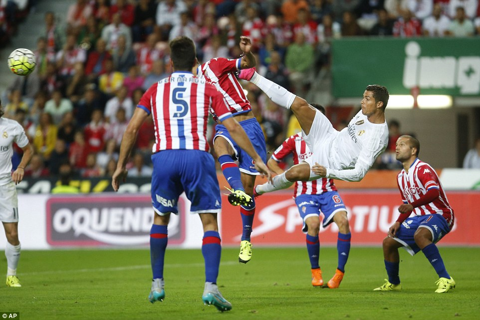 Former Manchester United star Ronaldo tries an audacious overhead kick during his side's goalless draw on Saturday evening