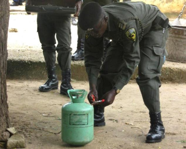 A police bomb squad examines a gas cylinder outside the central prison in Bauchi, northern Nigeria, on September 8, 2010