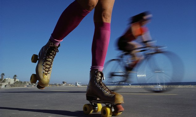 Rollerskating and cycling in Venice, LA