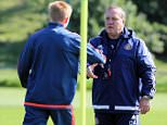SUNDERLAND, UNITED KINGDOM - SEPTEMBER 10 : Sunderland Head Coach Dick Advocaat talks with Duncan Watmore (L) during a Sunderland AFC training session at the Academy of Light on September 10, 2015 in Sunderland, England. (Photo by Ian Horrocks/Sunderland AFC via Getty Images)