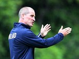 BAGSHOT, ENGLAND - SEPTEMBER 14:  Stuart Lancaster, the England head coach, issues instructions during the England training session at Pennyhill Park on September 14, 2015 in Bagshot, England.  (Photo by David Rogers/Getty Images)