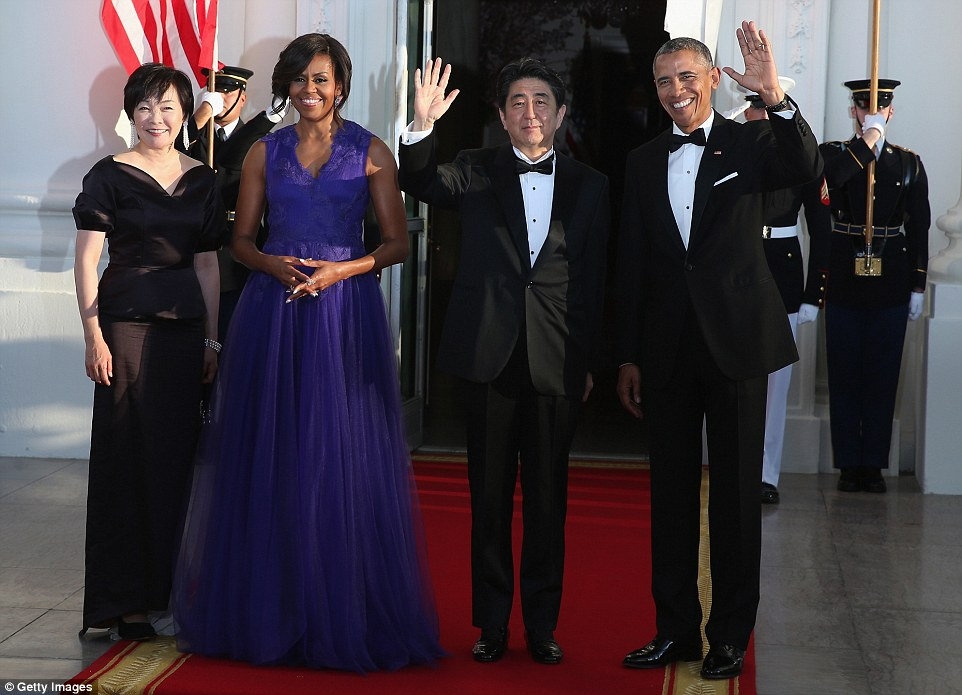 President Barack Obama (R) and first lady Michelle Obama (2nd L) welcome Japanese Prime Minister Shinzo Abe and his wife Akie Abe after they arrived at the north portico of the White House April 28, 2015 in Washington, DC