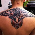 tatouage polynésien épaule dos