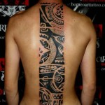 tatouage tribal polynésien dos homme