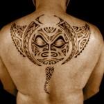 tattoo raie manta polynésien dos