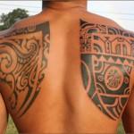 tattoo polynésien ompoplate dos
