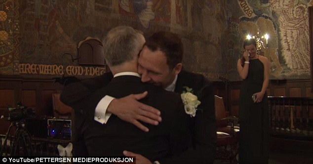 WhenTøsse and her father reached the altar,Eidsvik stepped down to give Charles a hug before continuing the ceremony