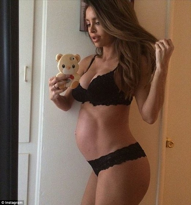 Baby bump: Sarah took her last pregnancy selfie (pictured) at 39 weeks on April 13, writing: 'Still waiting'. She gave birth James the next day