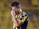 epa04935475 Fenerbahce's Robin Van Persie reacts during the UEFA Europa League Group A soccer match between Fenerbahce and Molde FK in Istanbul, Turkey, 17 September 2015.  EPA/TOLGA BOZOGLU