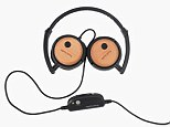 Nice wooden features: The headphones look stylish when worn thanks to the wood panels