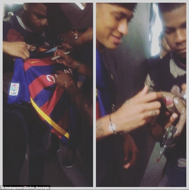 The Brazilian signed a shirt for Boyega who returned the favour by marking a toy with his signature