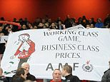 1741AAB0000005DC-3057351-Liverpool_fans_seen_here_at_Arsenal_are_unhappy_at_being_charge_-a-1_1430136988108.jpg
