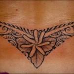 tatouage polynesien bas du dos large