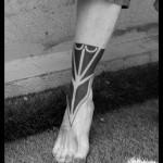 tatouage polynésien devant cheville