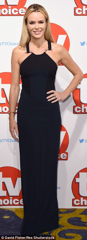 Great from all angles! Amanda made sure to show off her stunning figure and flattering attire on the red carpet at London's Hilton Hotel